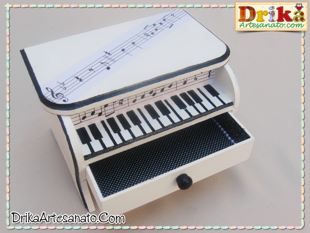 Caixa decorada piano